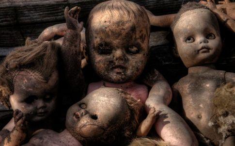 La invasión de los muñecos malditos