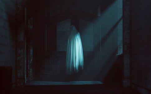 Fotografían a un fantasma en una iglesia irlandesa abandonada