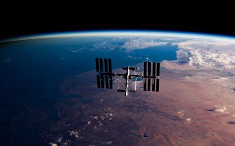 Satélites espaciales de madera