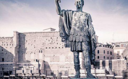 Julio César y otros fantasmas en el campo de batalla