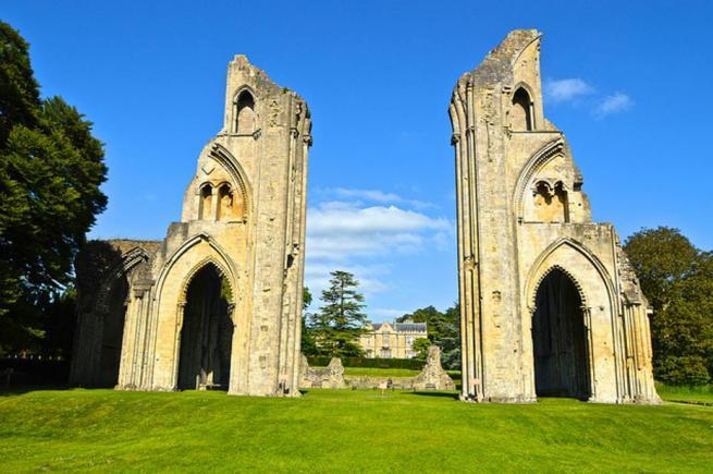 La Abadía de Glastonbury alimentó el mito del rey Arturo y el Grial