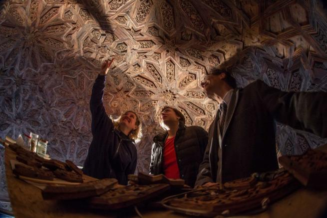 Los científicos estudian los techos de la Alhambra