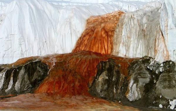 El ion ferroso da la sensación de sangrado en el glaciar