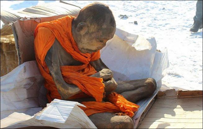 Después de 200 años los budistas creen que esta momia no está muerta