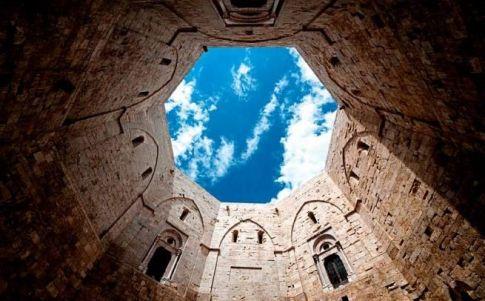Castel del Monte (Apulia), el castillo hermético