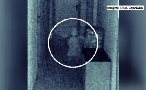 Fotografían la silueta de una niña fantasma en un ayuntamiento de Granada