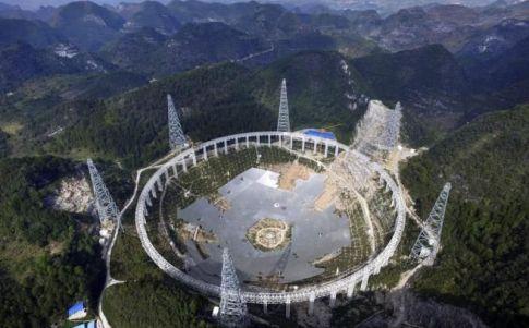 La instalación se inspira en el radiotelescopio de Arecibo