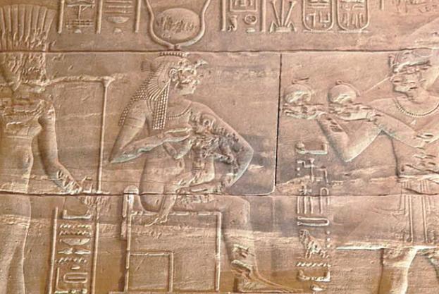 Isis amamantando a su hijo Horus