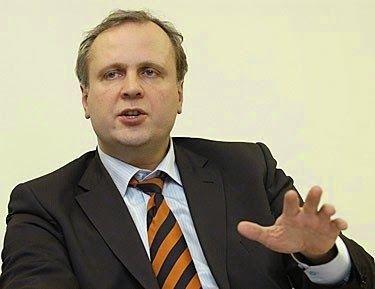 Ex Primer Ministro lituano Albinas Januska (Crédito: delfi.lt)