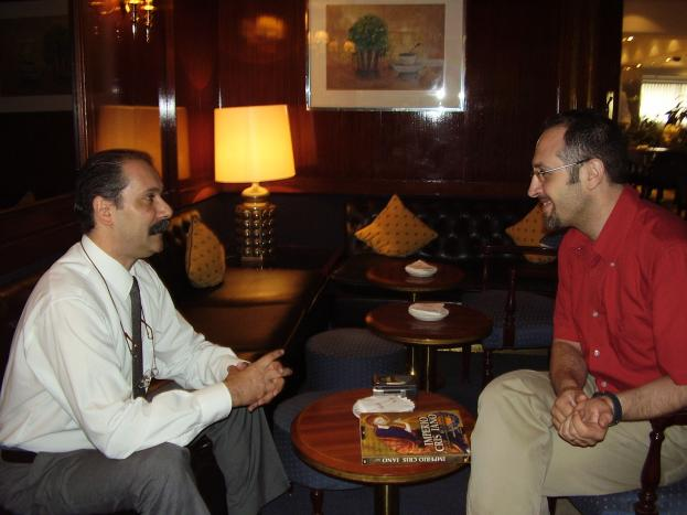 Eduardo Callaey con el autor del reportaje, Josep Guijarro