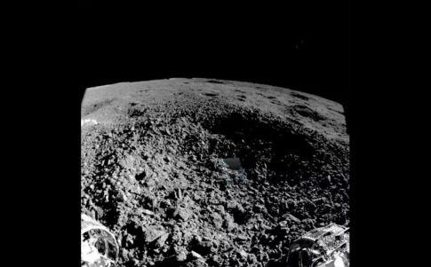 China explica una misteriosa sustancia en la cara oculta de la Luna